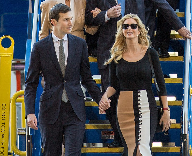 800px-Boeing_787-10_rollout_with_President_Trump_(33109589936)_(Jared_and_Ivanka)