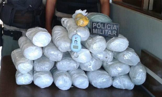 Droga foi encontrada APOS revista realizada em caminhão de Suspeito / Foto: Divulgação / Polícia Militar.