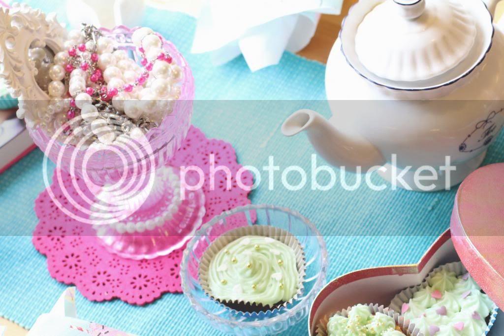 photo teaparty42kuppeja_zps4724e057.jpg