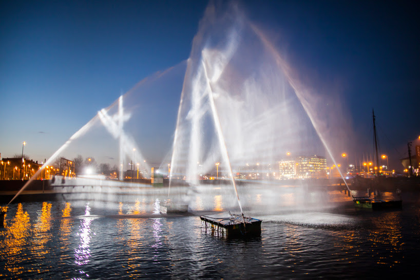 A 3D Ship Projected onto Curtains of Water at the Amsterdam Light Festival by visualSKIN projection light installation boats Amsterdam