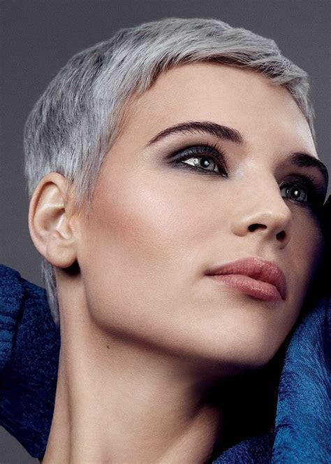 gorgeous short grey hairstyle ideas
