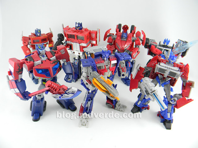 Transformers Optimus Prime DotM Deluxe - modo robot vs otros Optimus
