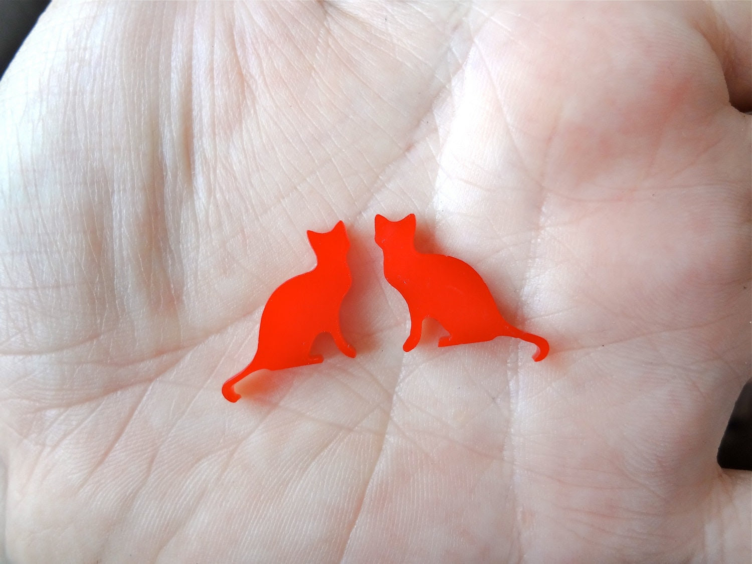 8 Acrylic Red Cats 18 mm Laser Cut - ShortCutsLaser
