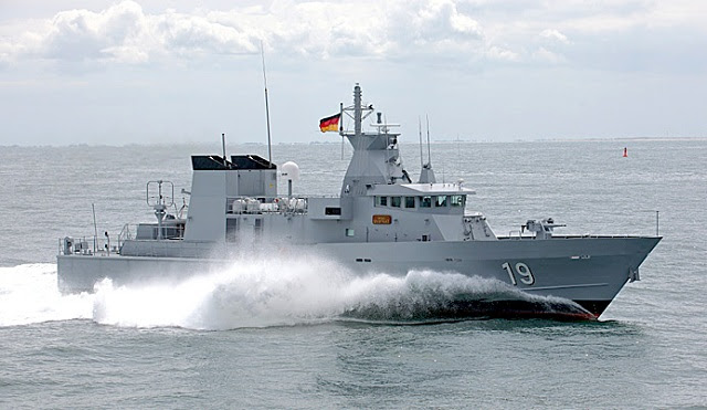 Según la revista semanal alemana Der Spiegel, el gobierno alemán está en negociaciones con el Reino de Arabia Saudita la entrega de más de 100 barcos de patrulla para el Ministerio del Interior. El conctract se estima en 1,4 millones de euros.