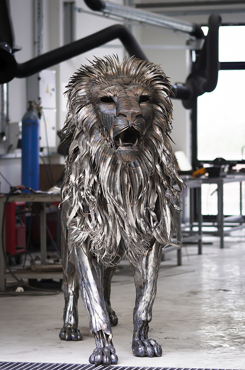 A Lion Made from 4,000 Pieces of Hammered Metal by Selçuk Yılmaz sculpture lions cats