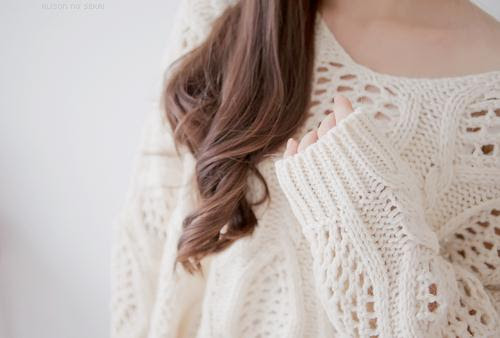 http://mindthis.ca/wp-content/uploads/2012/08/tumblr-fall-2012-fashion-trends-women-cable-knits.jpg