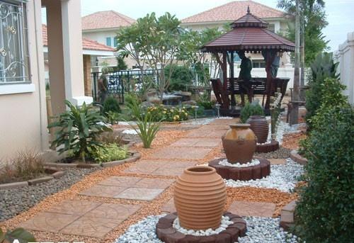 Desain gazebo minimalis di taman depan rumah (Landscapinggallery)