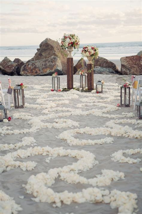 40 Romantic Wedding Aisle Petals Decor Ideas   Deer Pearl