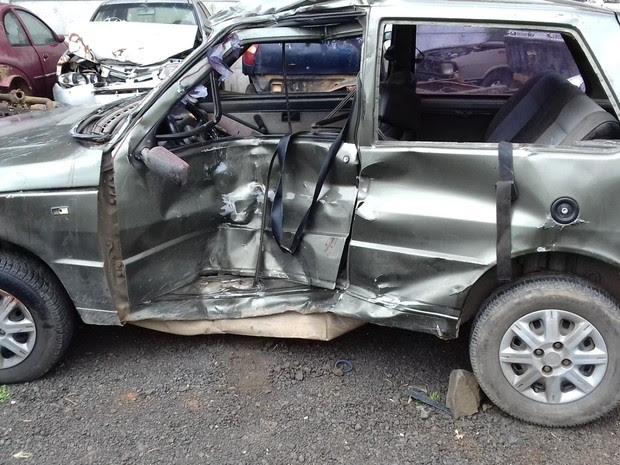 Motorista do carro morreu na hora (Foto: Divulgação/PRF)