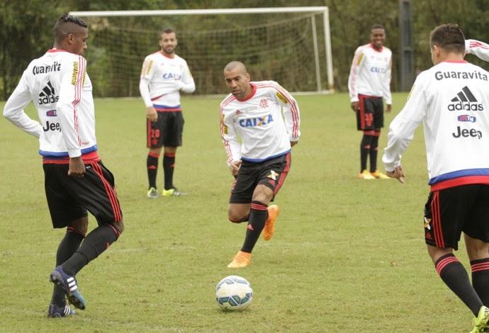 Emerson Sheik ainda no aquecimento do treino deste sábado (Foto: Gilvan de Souza / Flamengo)
