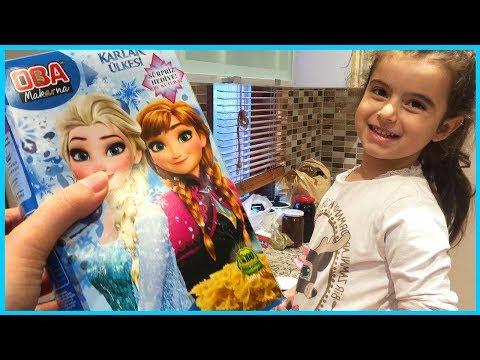 Kraliçe Elsa Slime Diye Aldığımız Enteresan Macunlarla Oynuyor