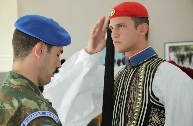 diaforetiko.gr : 528 Στα άδυτα του στρατοπέδου της Προεδρικής Φρουράς   Όλα όσα δεν γνωρίζατε για τους Εύζωνες (φωτογραφίες  βίντεο)