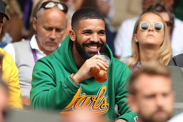 """ee8eadf8 AS Roma Bans Players From Taking Pictures With Drake Because of the """"Drake  Curse"""""""