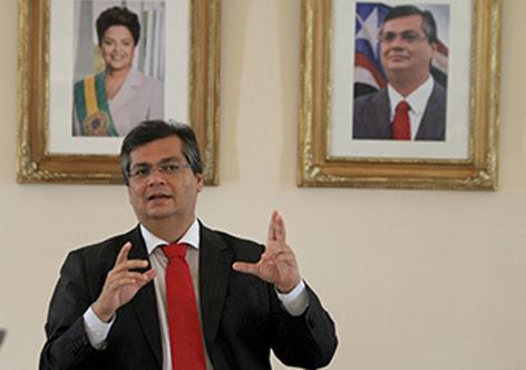 Flávio garante investimento de R$ 100 milhões para famílias comprarem material escolar