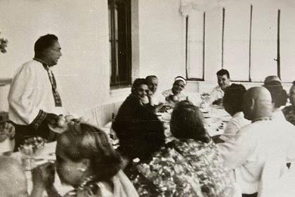 Появились уникальные фото радующегося Брежнева за месяц до смещения Хрущева