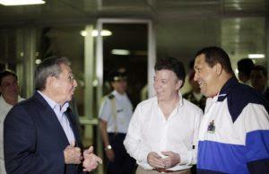 Raúl Castro, Juan Manuel Santos y Hugo Chávez.. El control del castrocomunismo se toma a Colombia
