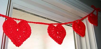 crochet-heart-garland-3