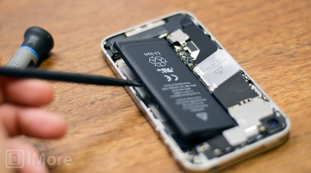 How to replace a cracked or broken screen on an iPhone 4S ...