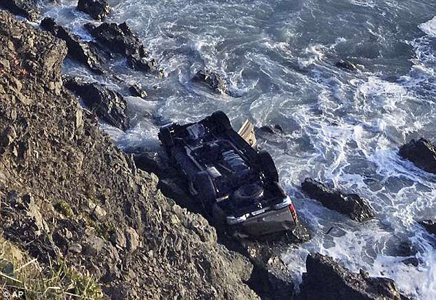 Les autorités disent que les huit membres de la famille Hart, y compris les six enfants âgés de 12 à 19 ans, sont présumés morts après que leur GMC Yukon XL 2003 ait été trouvé écrasé sur des rochers