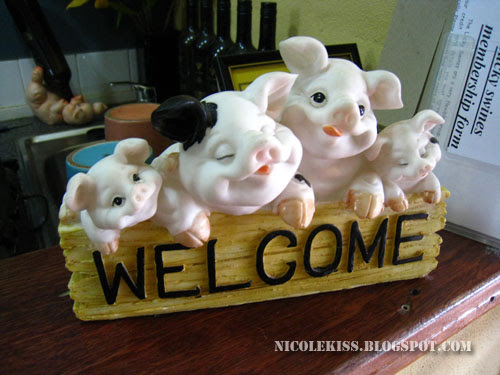 piggies welcome sign