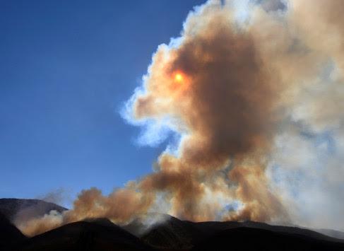 Καλιφόρνια: Οι καταστροφικές πυρκαγιές απειλούν τον Πύργο Χιρστ!