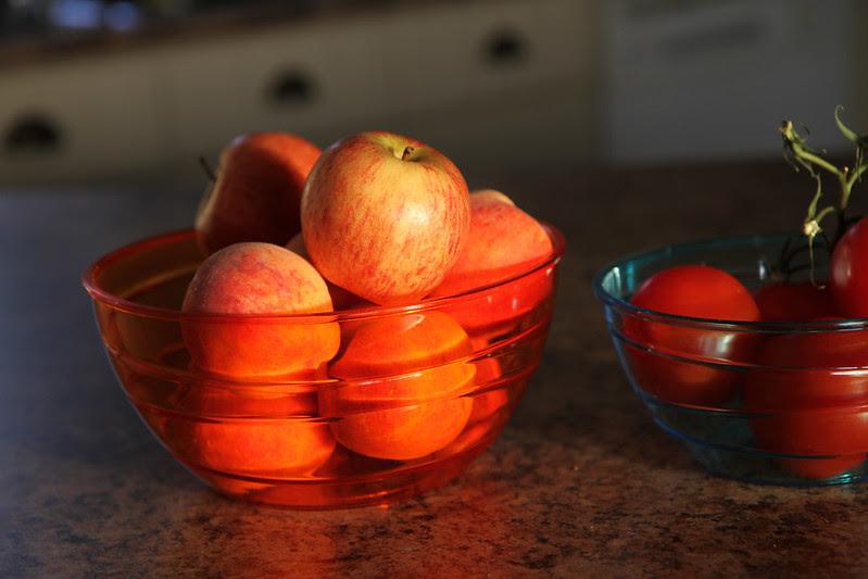 peaches apples toms