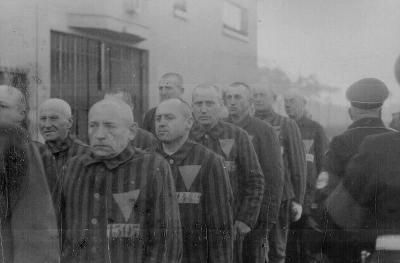 File:PrisonersKZSachsenhausen1938.jpg