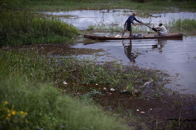 O bairro da Amizade, às margens do rio Xingu, era uma área de pescadores com casas de palafita. As cerca de 500 famílias que lá viviam foram removidas e toda a região alagada