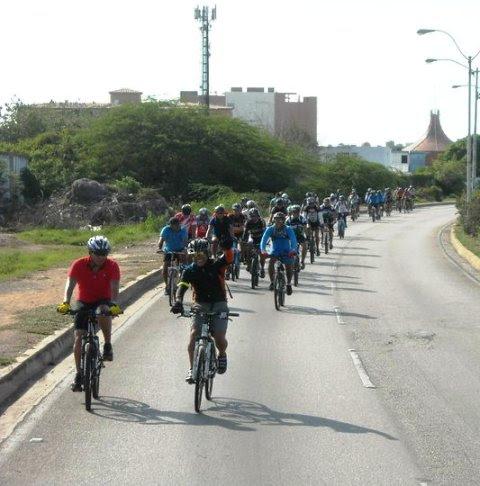 La gente de Bicimargarita en acción. Foto Daniel Delgado