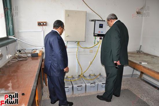 جامعة أسيوط تطبق الخلايا الشمسية المتحركة على أقسام كلية العلوم  (10)