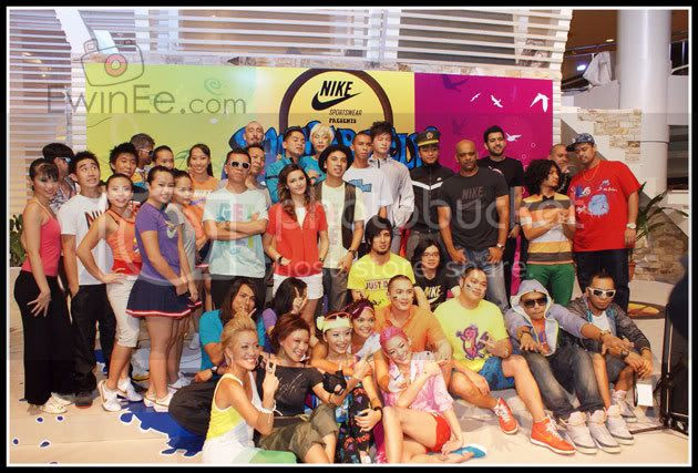 group-photo-in-Nike-fashion-show