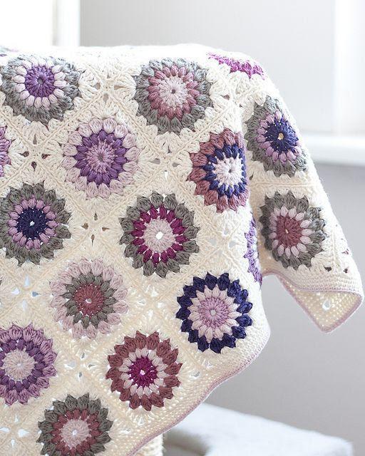 rabenfluegel:  Granny Square Blanket
