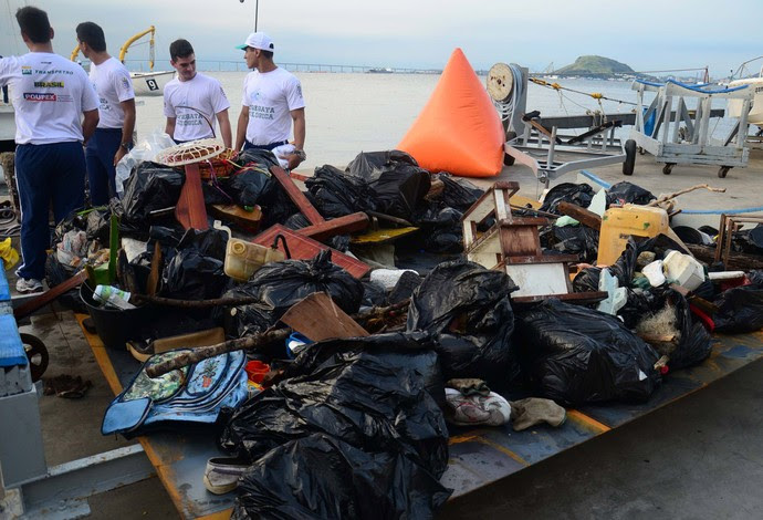 Regata Ecológica lixo (Foto: Fuca Burgos / Futura Press)
