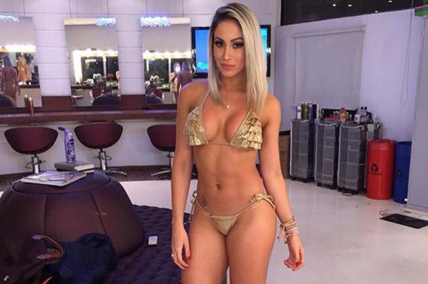 """Em apoio ao Outubro Rosa, ex-panicat faz topless: """"é importante o autoexame"""" Instagram/ Reprodução/"""