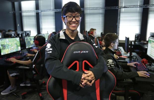 Youngbin Chung, de 20 anos, é um dos bolsistas da Robert Morris University como jogador e League of Legends (Foto: M. Spencer Green/AP)