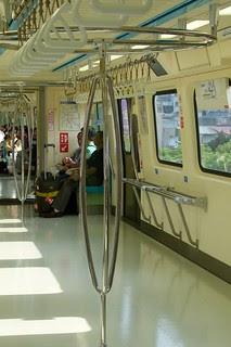 台北捷運381型電聯車:三叉式立柱