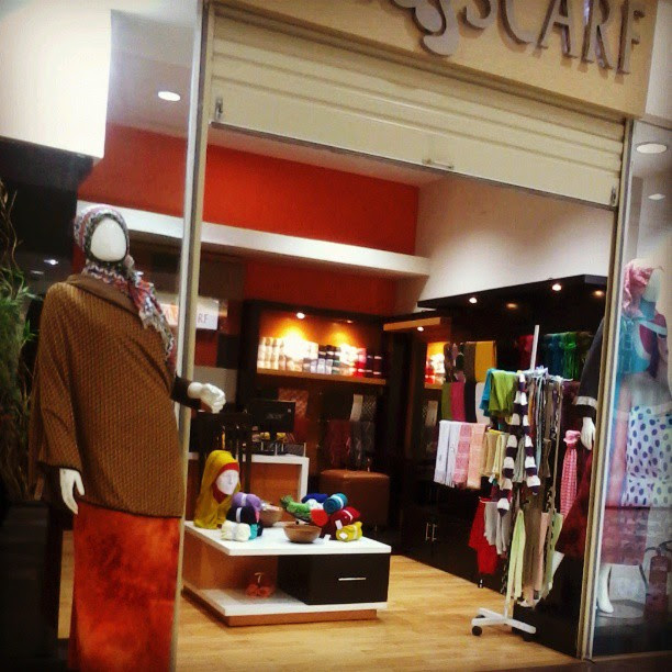 Window shopping, inasscarf, scarf store, indonesia, hijab style, prints, tribal print, scarf, graphic prints, colour