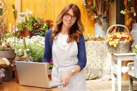 Floral Designer Job Description, Salary, and Education