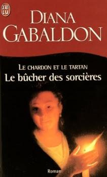 Couverture Le chardon et le tartan (poche), tome 02 : Le bûcher des sorcières