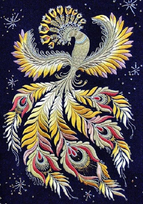 Oiseau de feu.  Représenté dans le musée de l'or broderie école à Torzhok