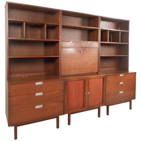 Large Mid Century Modern Standing Wall Unit by Bassett Furniture For Sale at 1stdibs