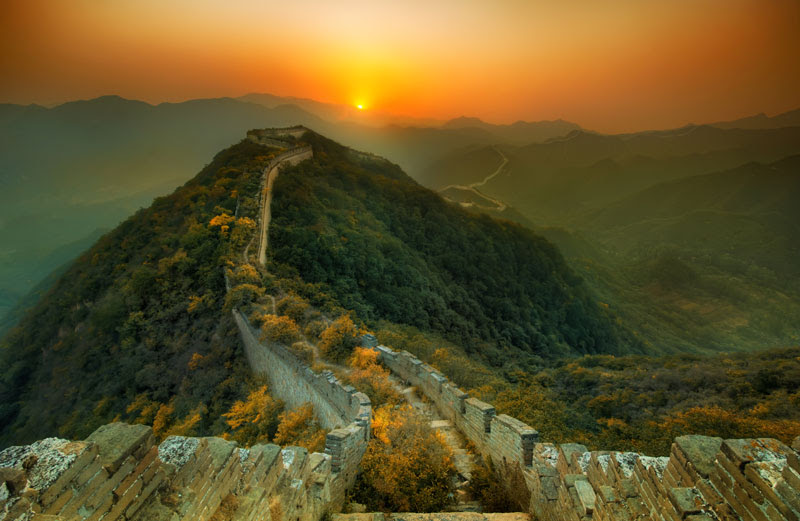 http://twistedsifter.com/2013/01/nature-overtakes-the-great-wall-of-china/