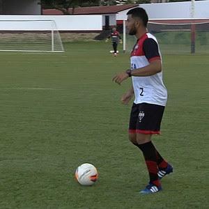Mateus Muller, lateral do Atlético-GO (Foto: Reprodução/TV Anhanguera)