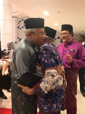Greeted at the Alias wedding by then Education Minister Mahdzir bin Khalid