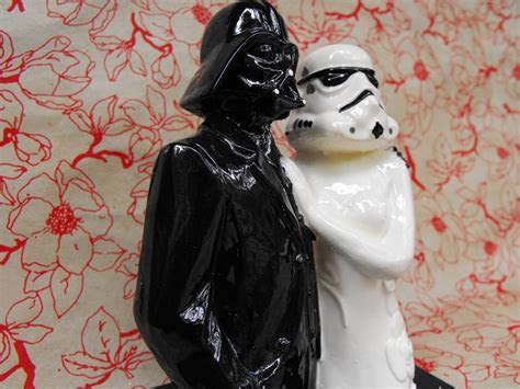 Star Wars bride and groom wedding cake topper