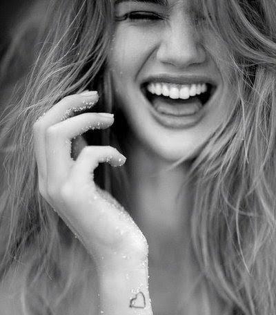by-yourside:  Quando se sentir triste a solução é muito simples: Pense que está vivo e sinta o vento tocar seu rosto. Logo em seguida sorria e lembre-se o quando é bom viver!