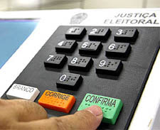 Candidatos de todo o Brasil devem validar dados na urna até domingo