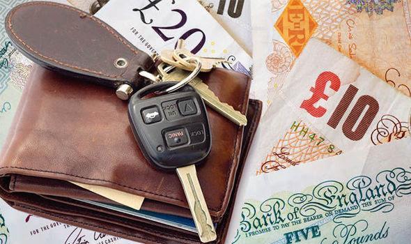 Driver WARNING - honking car horn can land you £1,000 fine ...