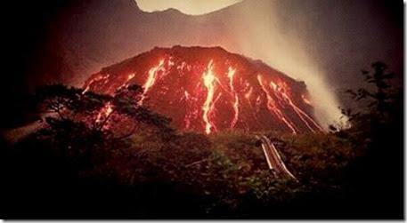 Gunung Kelud meletus, Hujan pasir dan kerikil Kediri Jawa Timur 13 februari 2014