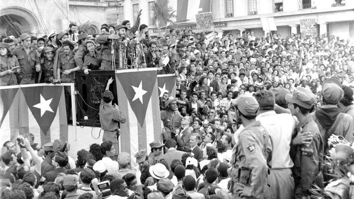 Στοιχειώνει τους αστούς ο αγώνας για το σοσιαλισμό